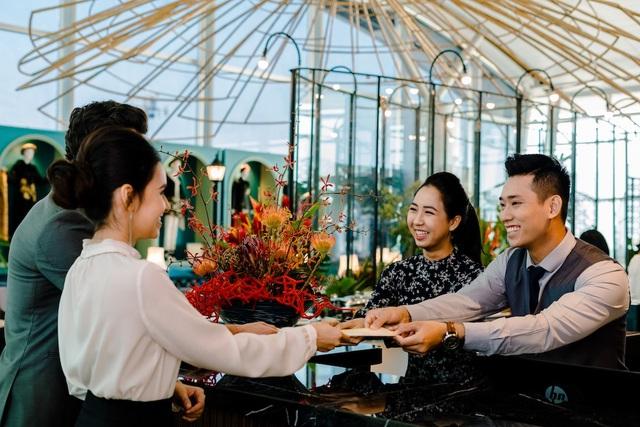 Dịch vụ khách hàng với phong cách cởi mở chân thành giúp lưu lại dấu ấn khó quên về văn hóa Sài Gòn
