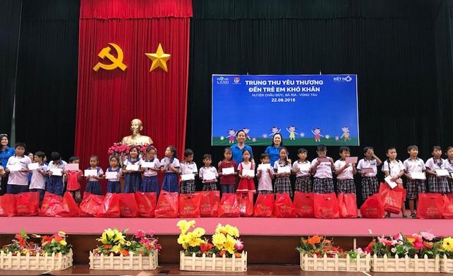 Tập đoàn Novaland tặng quà cho học sinh hiếu học tại huyện Châu Đức, BR-VT
