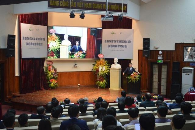 GS.TS Trần Bình Giang chia sẻ tại Hội nghị Tổng kết công tác đào tạo, chỉ đạo tuyến của bệnh viện Việt Đức.