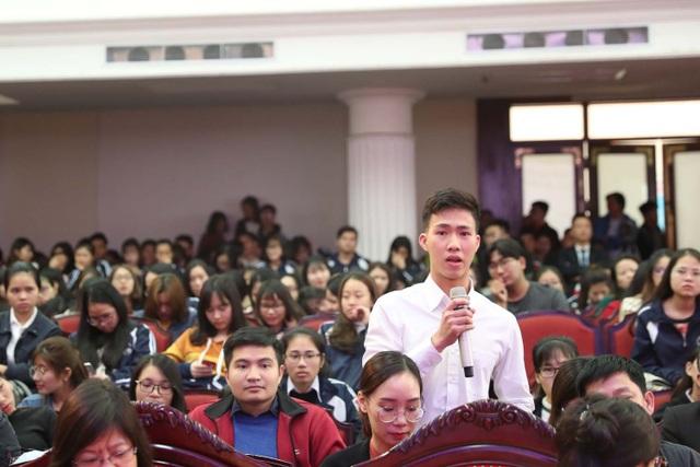 Sinh viên đặt câu hỏi với Chánh án Tòa án Nhân dân Tối cao