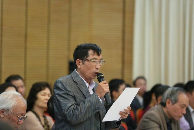 Cử tri Trần Ngọc Toán - phường Tràng Tiền phát biểu tại buổi tiếp xúc cử tri
