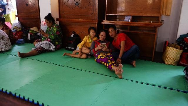Người dân xã đảo đến nơi trú bão an toàn