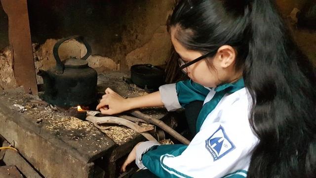 Mẹ nguy kịch vì bệnh hiểm nghèo, nữ sinh lớp 10 dang dở đường đến trường - 9
