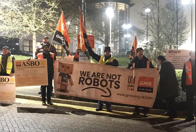 """Nhân viên Amazon biểu tình trong ngày Black Friday: """"Chúng tôi không phải robot !"""" - 3"""