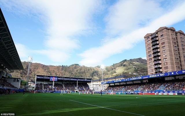 Sân Ipurua Municipal chứng kiến trận thắng tưng bừng của Eibar trước Real Madrid