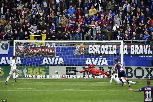Sergi Enrich nhân đôi cách biệt lên 2-0 cho Eibar ở phút 52
