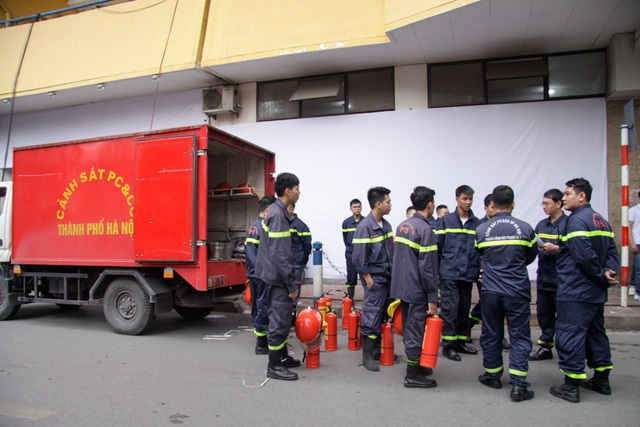 An ninh thắt chặt trên sân Hàng Đẫy, chó nghiệp vụ được tăng cường - 9
