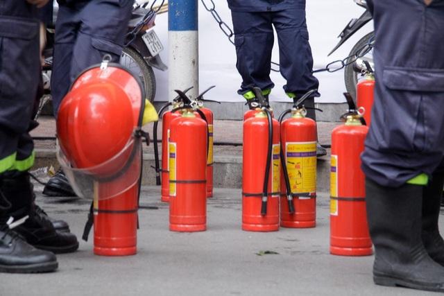 Lực lượng cảnh sát Phòng cháy chữa cháy cũng được tăng cường.