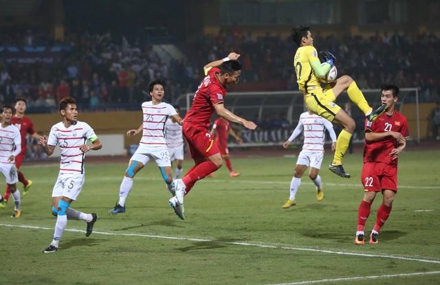 Đội tuyển Việt Nam chủ động chơi chậm ở hiệp 2
