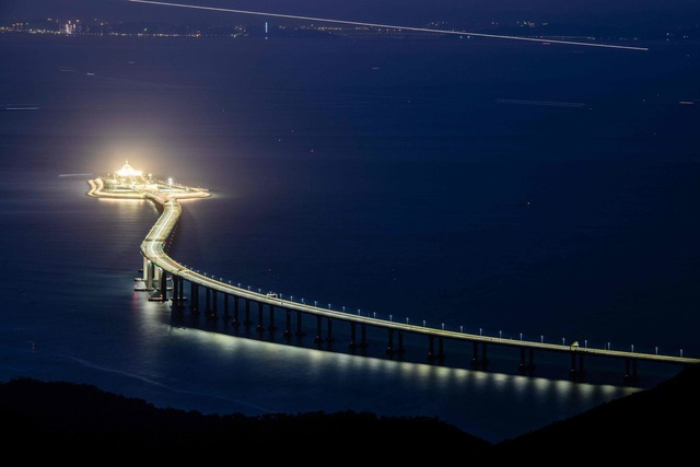 Cầu vượt biểu dài nhất thế giới nối liền Châu Hải, Hong Kong và Ma Cao (Ảnh: AFP)