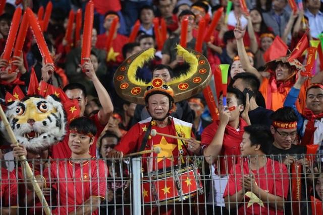 Việt Nam 3-0 Campuchia: Giành ngôi đầu bảng - 23