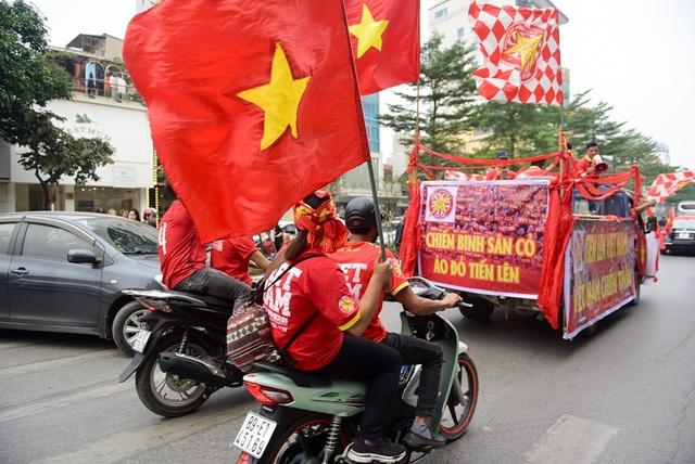 Anh Phan Đình Long, Chủ tịch hội cổ động viên bóng đá miền Bắc cho biết, đoàn xe sẽ đi từ số 6 đường Dương Đình Nghệ, qua nhiều tuyến phố lớn, đến thắp hương tại tượng đài Lý Thái Tổ rồi quay trở lại sân vận động Hàng Đẫy.