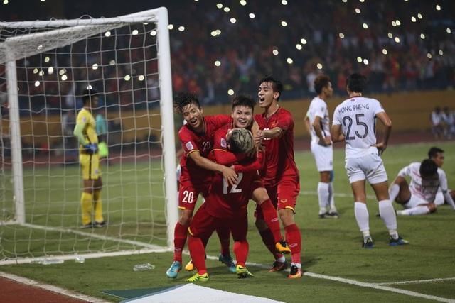 Niềm vui của các cầu thủ Việt Nam sau khi dẫn 2-0