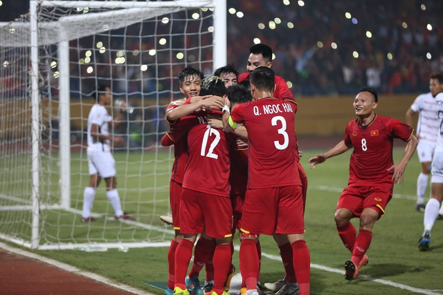 Đội tuyển Việt Nam đáp ứng sự kỳ vọng bằng ngôi nhất bảng A (ảnh: Huyền Trang)