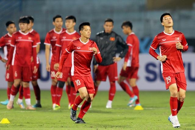 Văn Quyết nhiều khả năng sẽ ngồi dự bị ở trận đấu với Campuchia - Ảnh: Gia Hưng