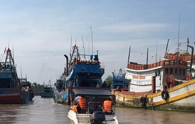 Tàu thuyền vào nơi an toàn để tránh bão số 9