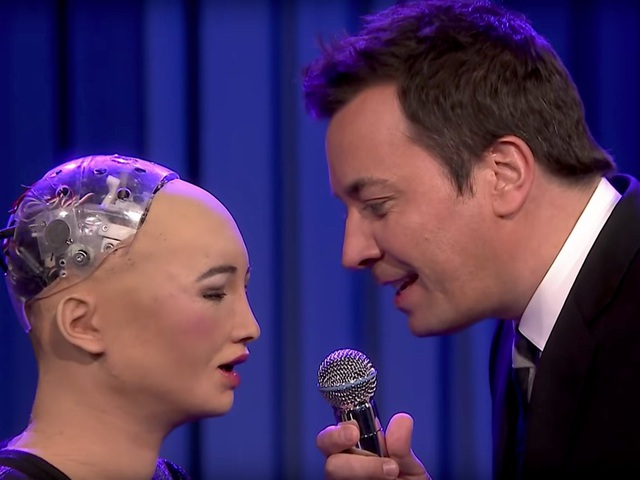 Robot Sophia biểu diễn hát karaoke song ca khiến dân mạng tròn mắt