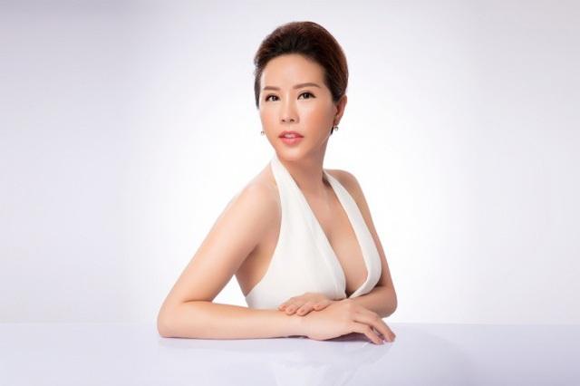 Hoa hậu Thu Hoài cũng đưa ra nhận định bộ trang phục vừa không phù hợp để đại diện cho văn hóa Việt Nam mà còn khiến sắc vóc của Hhen Niê bị lu mờ.