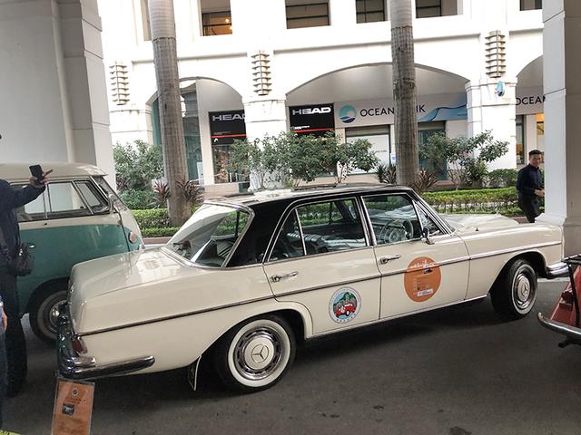 """""""Soi"""" chi tiết những chiếc xe cổ từ Hồng Kông tới Hà Nội - 10"""