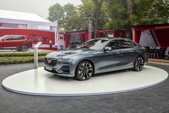 Phiên bản màu xám bạc của xe VinFast Lux A 2.0 chiếm lĩnh được tình cảm của nhiều khách hàng