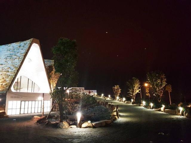 Hình ảnh Bảo tàng Thế giới cà phê lung linh, huyền ảo về đêm