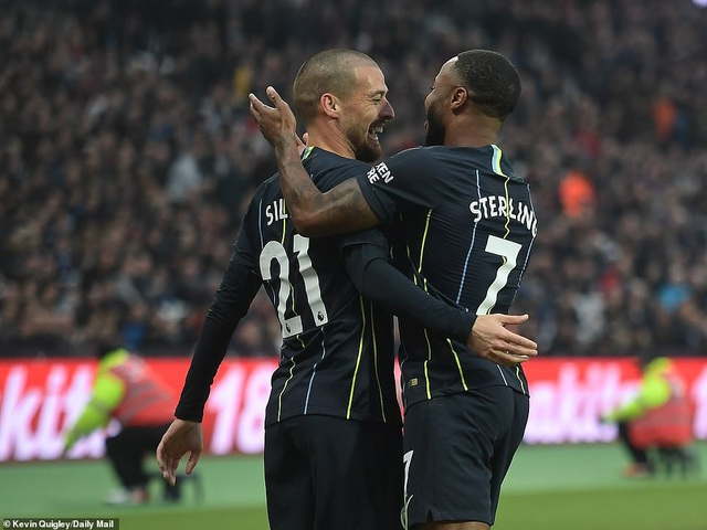 Niềm vui của cầu thủ kiến tạo và ghi bàn mở tỉ số cho Man City
