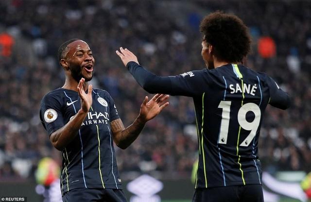 Sane (phải) lập cú đúp trong chiến thắng của Man City