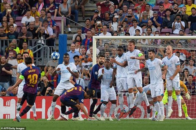 Messi đã tỏa sáng giúp Barcelona đánh bại PSV 4-0 ở lượt đi