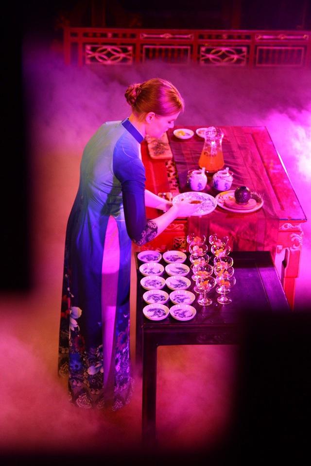 Bà Kola - nghệ nhân trà Latvia năm 2017