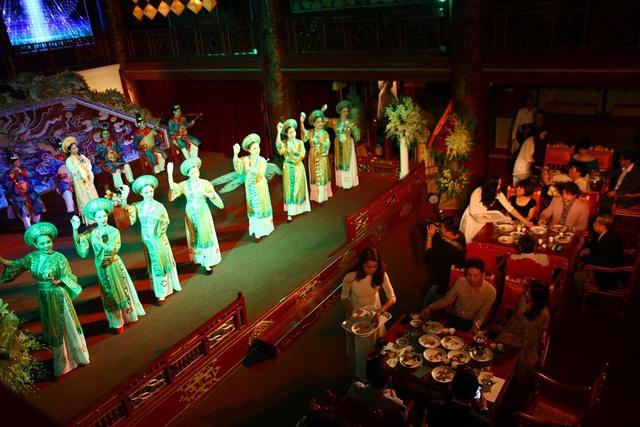 Dạ tiệc Bạch Trà ở nhà hát cổ Duyệt Thị Đường, Tử Cấm Thành Huế