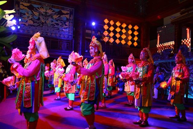 Các điệu múa cung đình biểu diễn phục vụ thượng khách