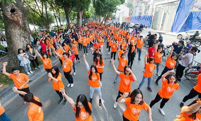 Hàng trăm bạn trẻ cùng nhảy vì sự tử tế, chống bạo lực
