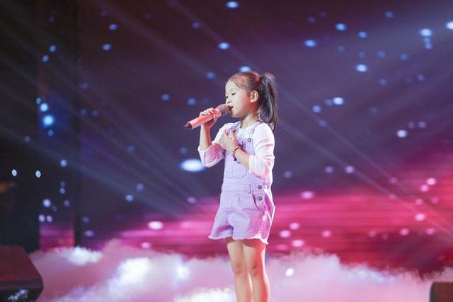 Vũ Cát Tường và Soobin Hoàng Sơn rưng rưng khi phải đưa cô bé 7 tuổi Hải Yến vào top nguy hiểm.