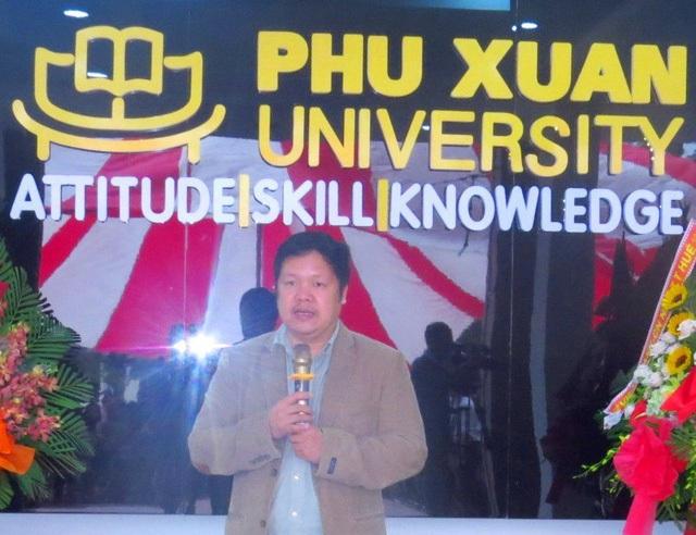 TS. Đàm Quang Minh - Hiệu trưởng Trường ĐH Phú Xuân - Huế phát biểu tại buổi lễ.