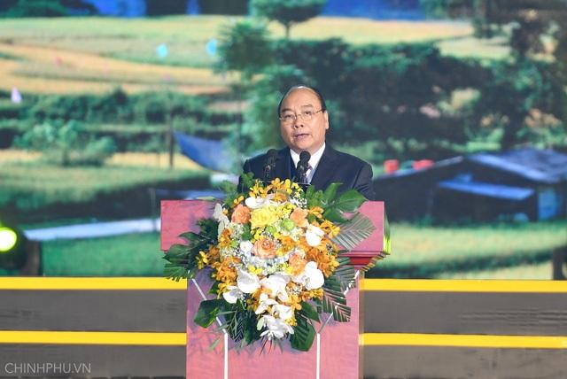 Thủ tướng Chính phủ Nguyễn Xuân Phúc phát biểu tại sự kiện quan trọng của tỉnh Cao Bằng.