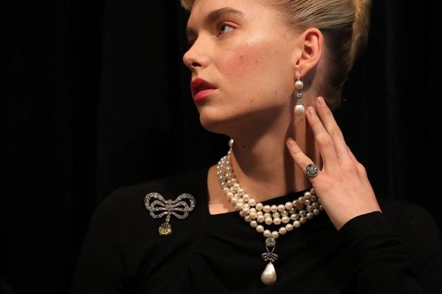 Mặt dây chuyền đạt mức giá 36,5 triệu USD - món trang sức có giá trị lớn nhất trong bộ trang sức đem đấu giá