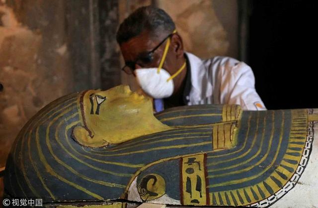 Nhóm khảo cổ vừa tìm thấy quan tài chưa từng được mở, chứa xác ướp của người phụ nữ còn nguyên vẹn, với niên đại 3000 năm tuổi