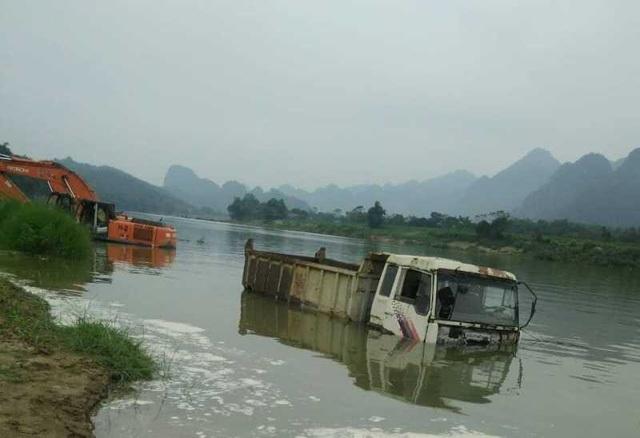 Tài sản bị ngập nước gây thiệt hại hàng tỷ đồng.