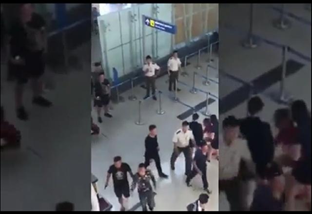Thời điểm chị G. bị đánh, hai nhân viên an ninh mặc áo trắng chỉ đứng nhìn từ xa, có một người tham gia can ngăn nhưng không quyết liệt.
