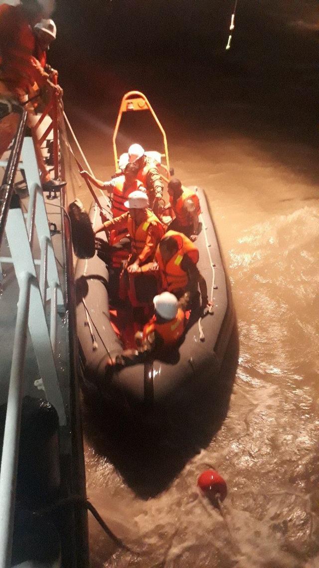 Công tác cứu hộ được triển khai ngay trong đêm