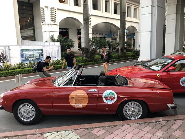 """""""Soi"""" chi tiết những chiếc xe cổ từ Hồng Kông tới Hà Nội - 18"""