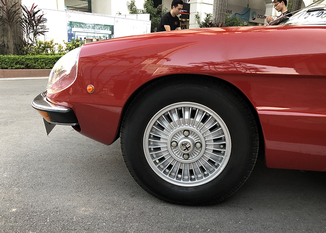 """""""Soi"""" chi tiết những chiếc xe cổ từ Hồng Kông tới Hà Nội - 19"""