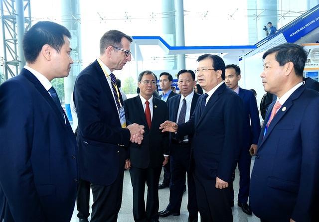 Phó Thủ tướng Trịnh Đình Dũng trao đổi với Tiến sĩ Frank-Jürgen Richter – Chủ tịch và Người sáng lập Horasis.