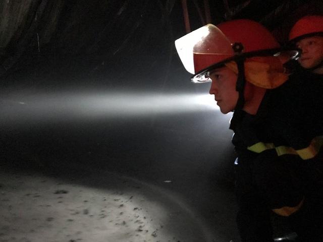Hà Nội: Gara ô tô bùng cháy dữ dội trong đêm - 18