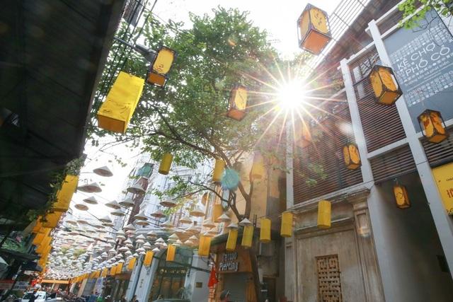 Con phố Đào Duy Từ dưới ánh nắng của những ngày cuối tháng 11.
