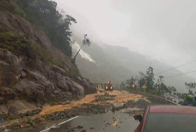Hiện nay tuyến quốc lộ 27C đường Nha Trang - Đà Lạt bị phong tỏa, đóng đường  (Ảnh: CTV)