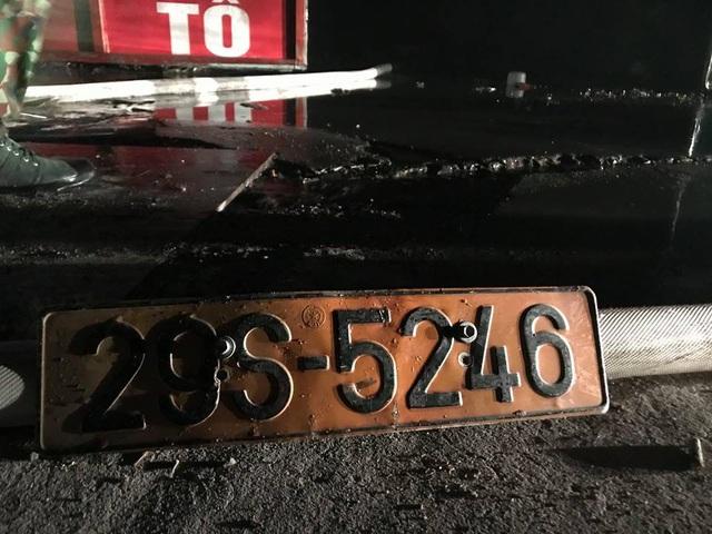 Khi lực lượng cứu hoả phun được nước vào trong để dập tắt ngọn lửa, gần như toàn bộ gara ô tô đã đổ sập, biến dạng