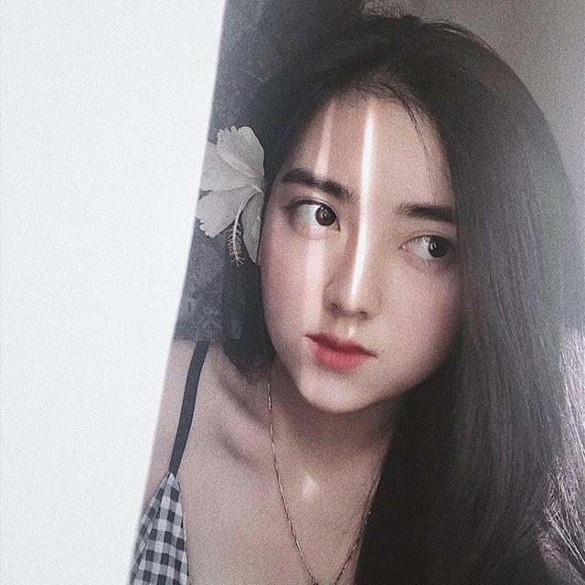 Bạn gái tin đồn Hà Đức Chinh là một cô gái xinh đẹp