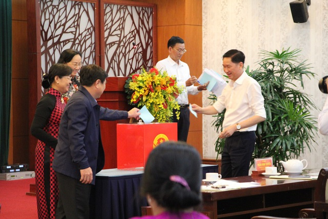 HĐND TPHCM bỏ phiếu bầu chức danh Trưởng Ban Kinh tế - Ngân sách đối với ông Triệu Đỗ Hồng Phước
