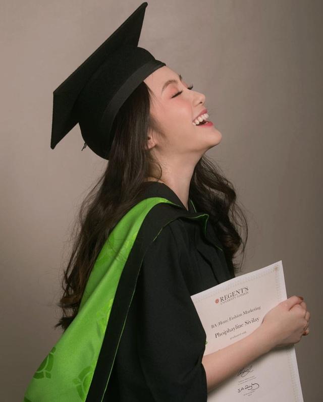 Phoiphailin Sivilay tốt nghiệp trường Đại học London, là một trong những ngôi trường danh tiếng của nước Anh.